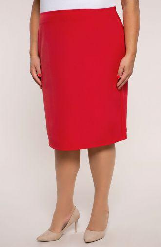 Czerwona spódnica o prostym kroju
