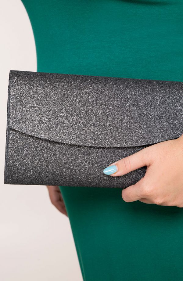 Brokatowa kopertówka w czarnym kolorze