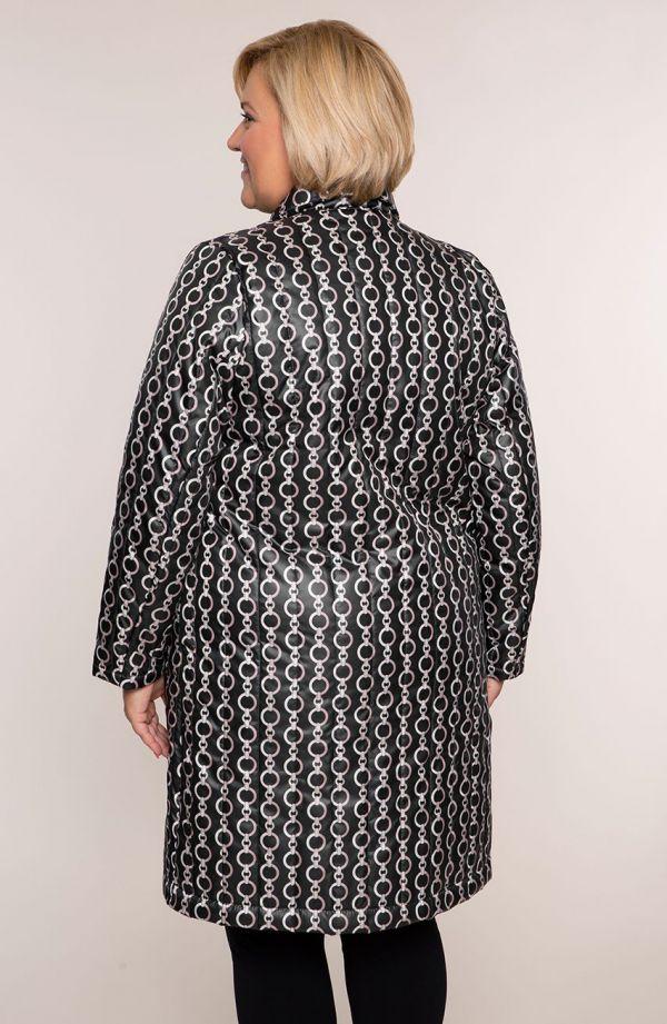 Przejściowy pikowany płaszcz w łańcuchy