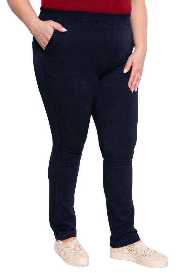 Granatowe spodnie dresowe plus size dla puszystych z kieszeniami