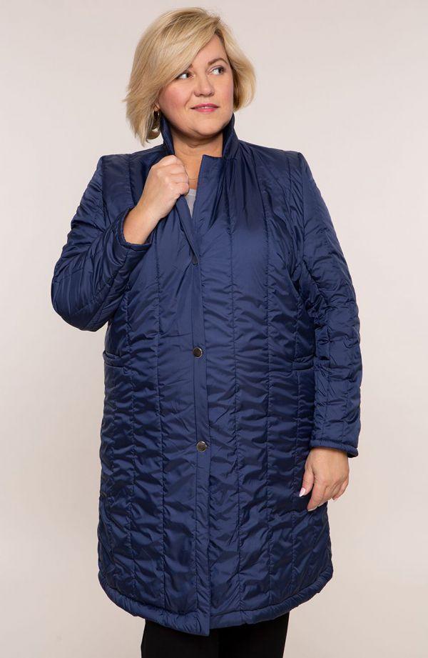 Atramentowy przejściowy pikowany płaszcz