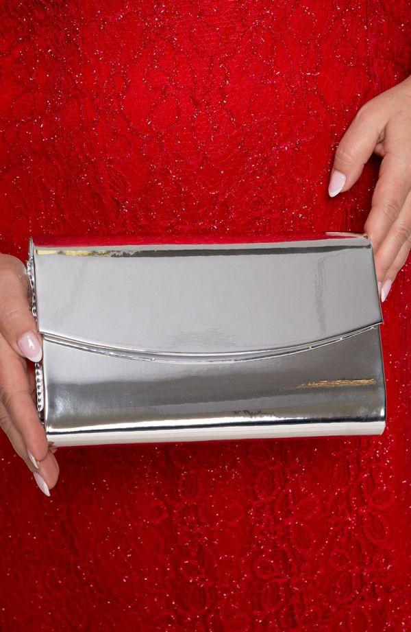 Elegancka kopertówka w srebrnym kolorze