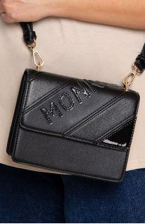 Mała czarna torebka z napisem monnari