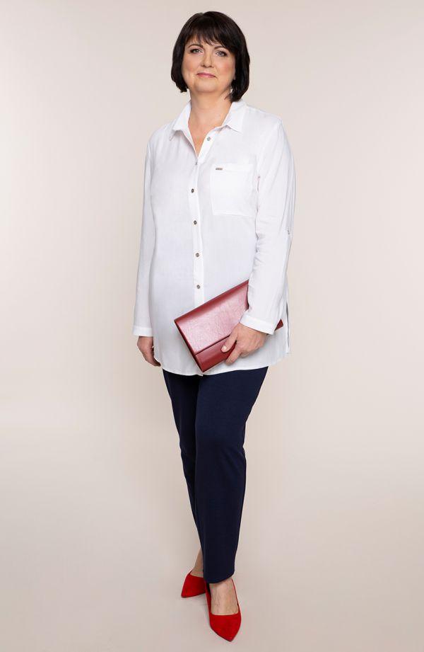 Długa biała koszula z kieszonką