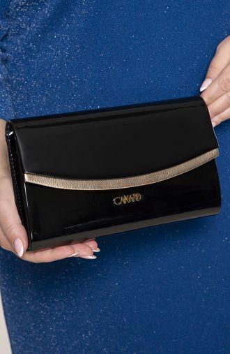 Czarna lakierowana kopertówka ze złotem