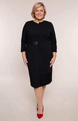 Czarna sukienka z fakturowanym bokiem