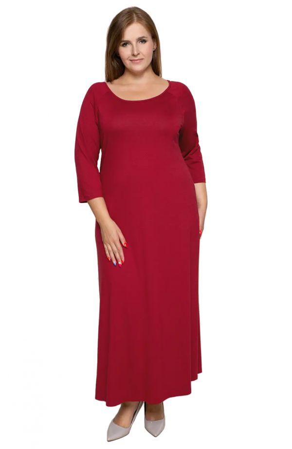 Długa czerwona sukienka z dzianiny