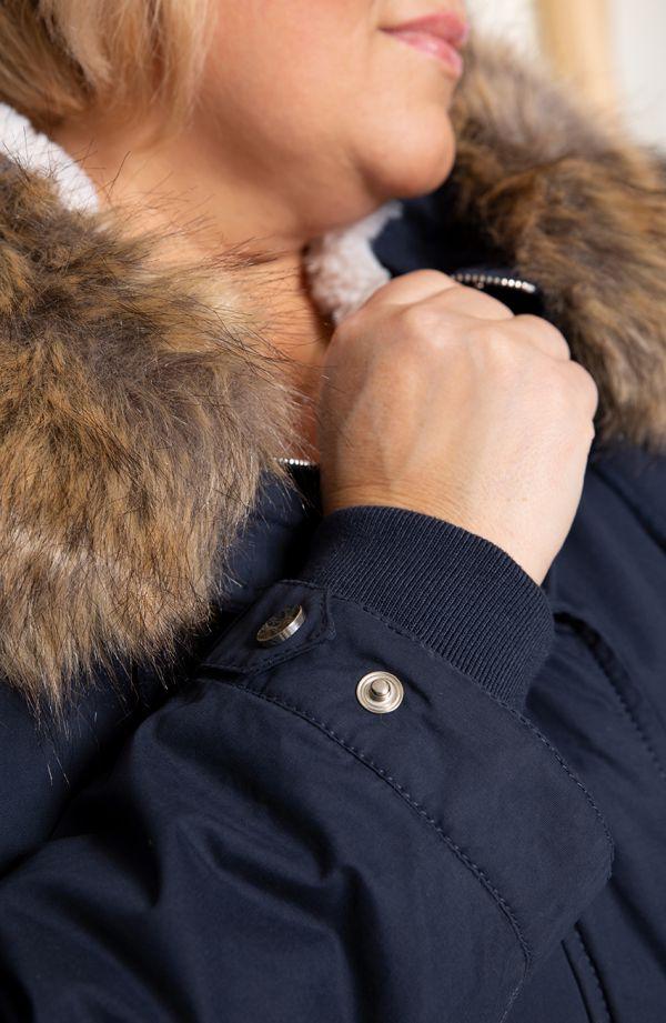 Granatowa kurtka zimowa parka
