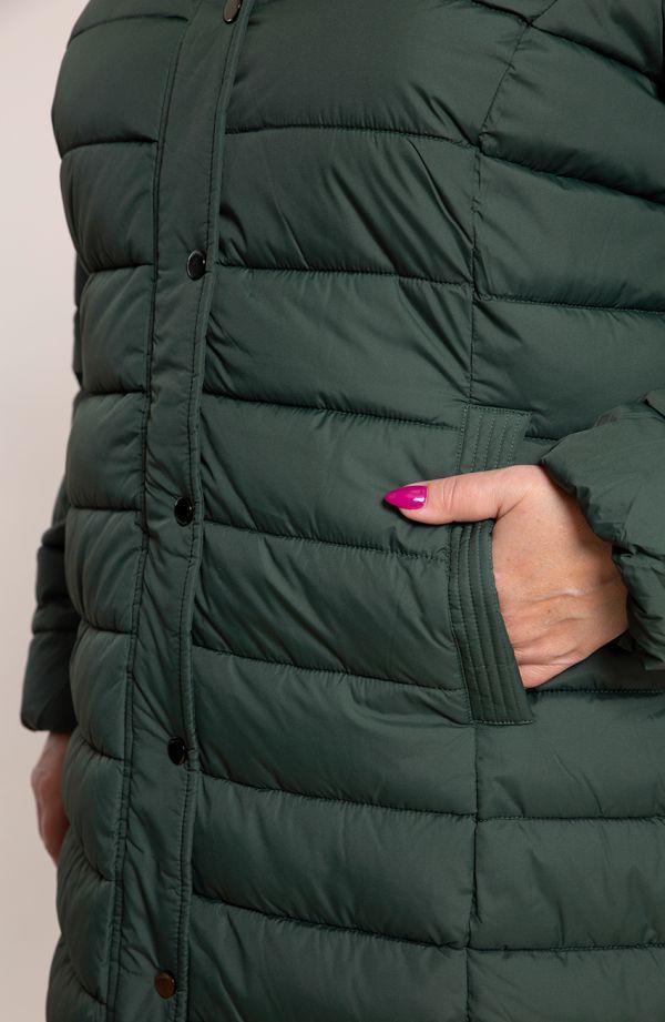 Ciemnozielona pikowana kurtka ze stójką i kapturem