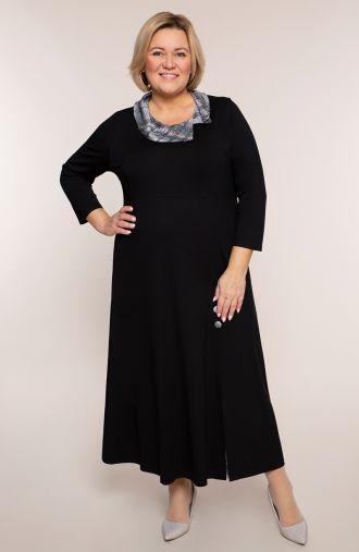 Czarna sukienka z kraciastym kołnierzem