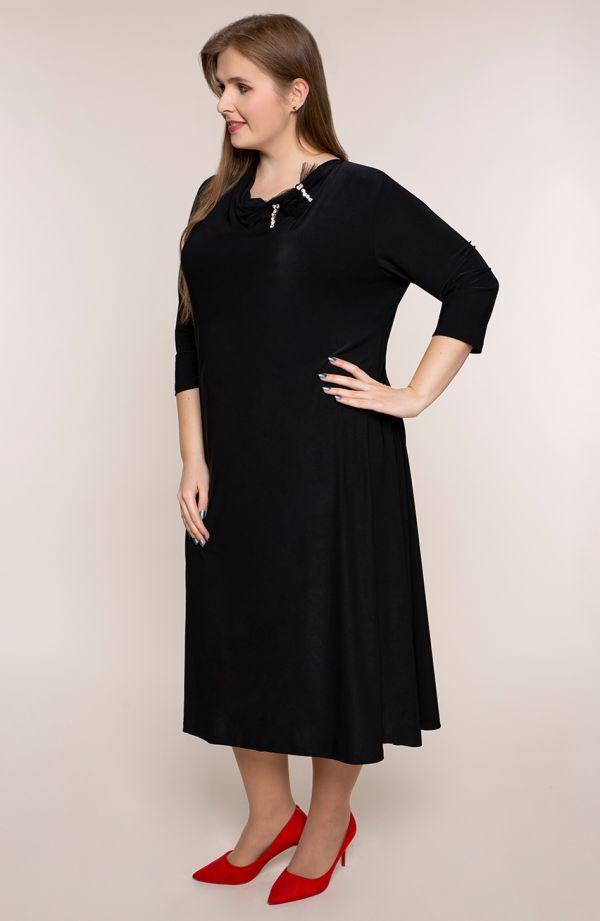 Czarna sukienka z ozdobną kokardą