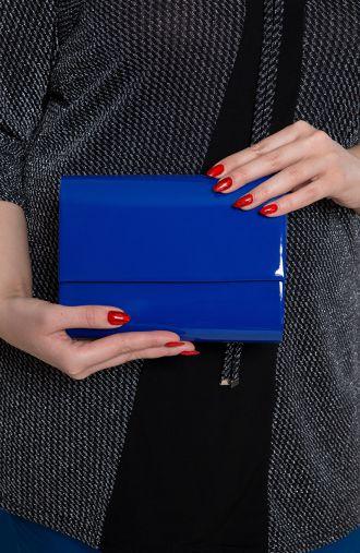 Mała szafirowa lakierowana kopertówka