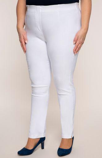 Białe zwężane spodnie cygaretki z bengaliny