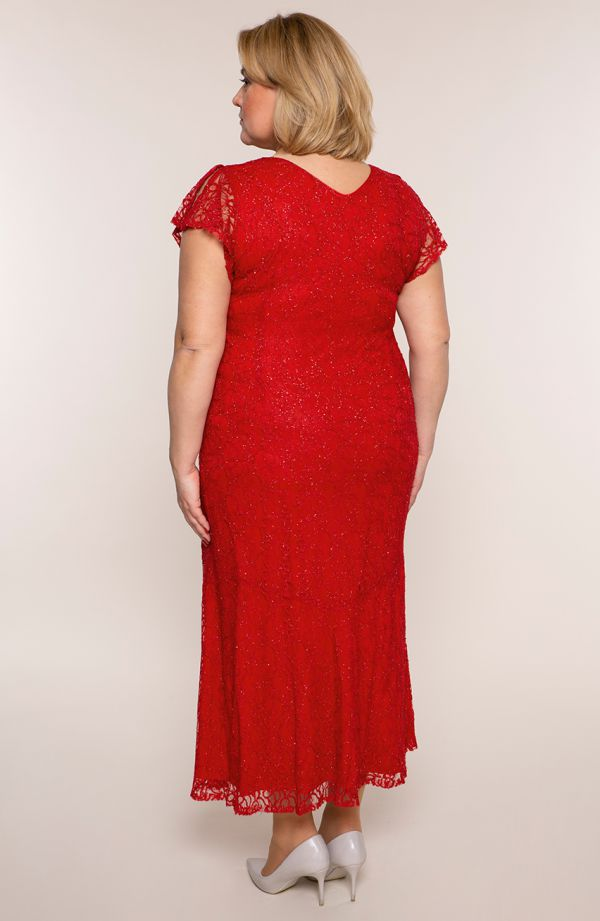 Długa sukienka w kolorze szkarłatnej czerwieni