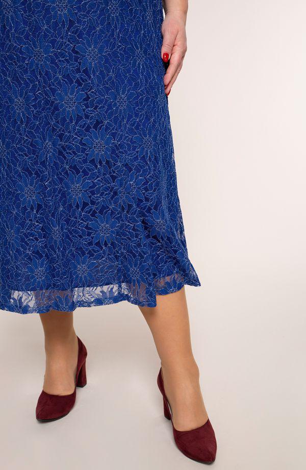 Długa chabrowa sukienka w posrebrzane kwiaty