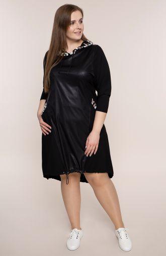Asymetryczna czarna sukienka z kapturem