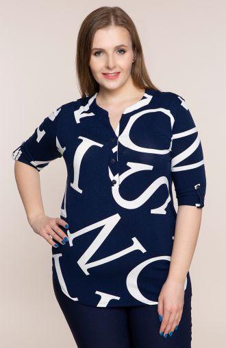 Granatowa bluzka w literki<span> - odzież plus size</span>