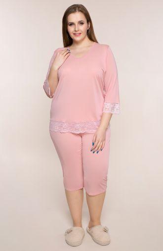 Różowa piżama z koronkowymi akcentami