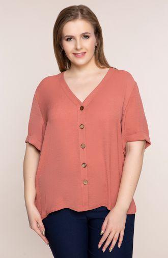 Lekka łososiowa bluzka z dekoltem<span> - odzież plus size</span>