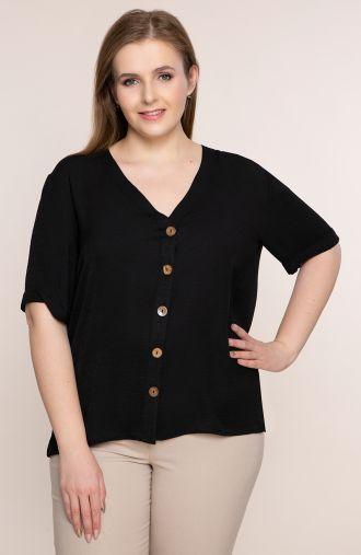 Lekka czarna bluzka z dekoltem<span> - odzież plus size</span>
