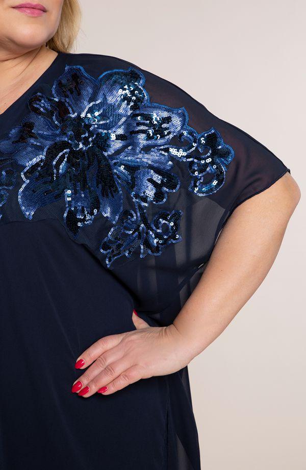 Szyfonowa sukienka z cekinowym kwiatem