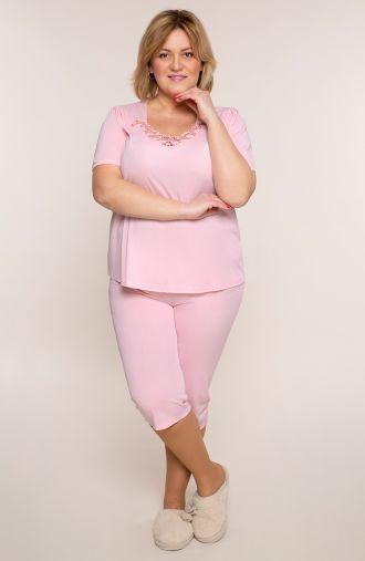 Różowa piżama z koronką przy dekolcie