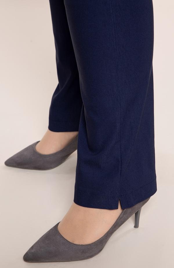 Dłuższe proste spodnie plus size dla puszystych w kolorze ciemnego granatu