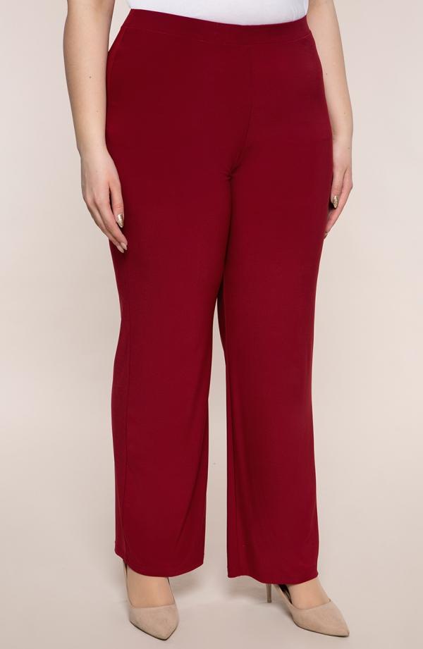 Wizytowe spodnie plus size dla puszystych w kolorze czerwonego wina