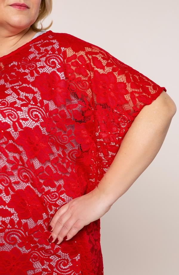 Narzutka ponczo w czerwonym kolorze