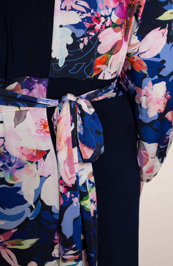 Granatowa sukienka różowa wiosna