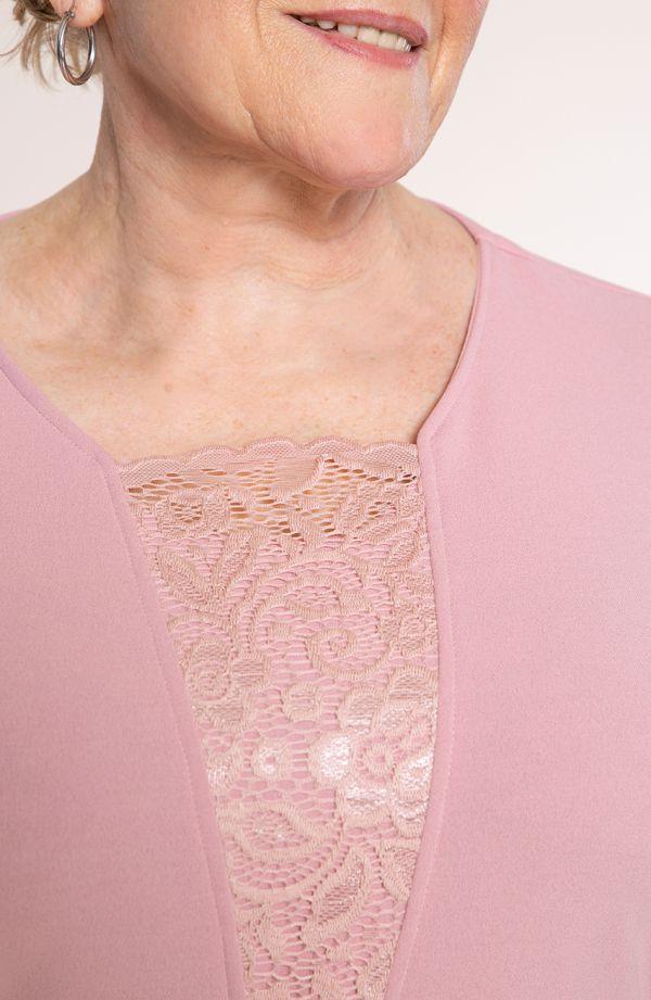 Różowa garsonka z koronką narzutką