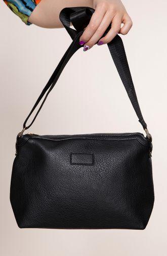 Czarna torebka z elegancką taśmą