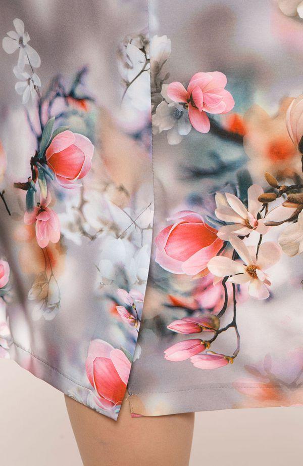 Sukienka z krótkim rękawem pudrowe kwiaty