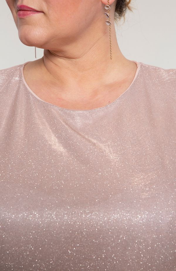 Pudrowa weselna sukienka z narzutką