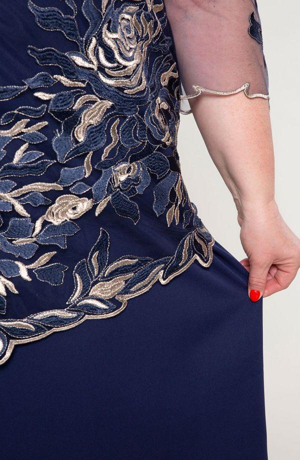 Granatowa sukienka w złote róże