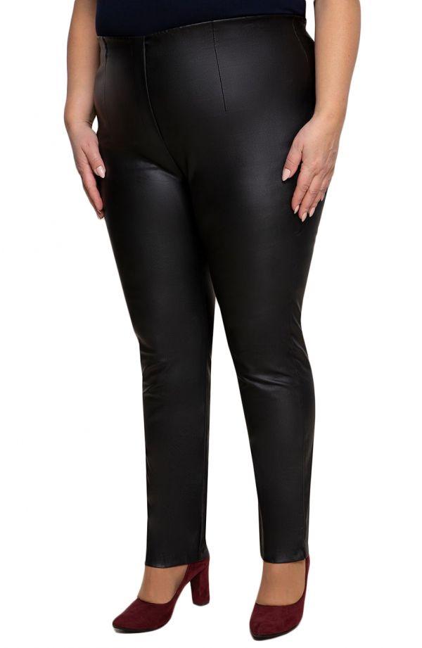 Czarne woskowane zwężane spodnie cygaretkiplus size dla puszystych