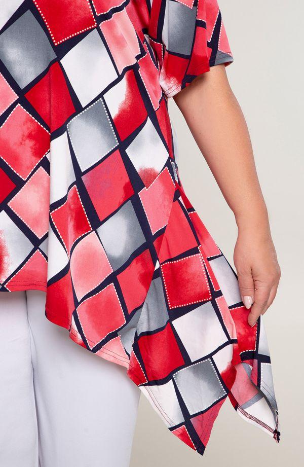 Długa bokami tunika w czerwone kwadraty