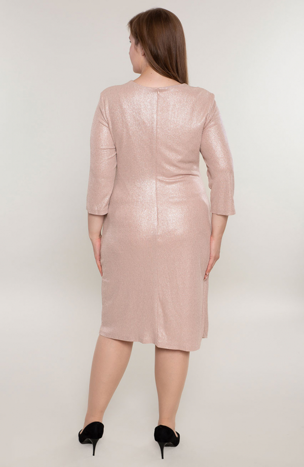 Pudrowa weselna sukienka z broszką - sukienki xxl
