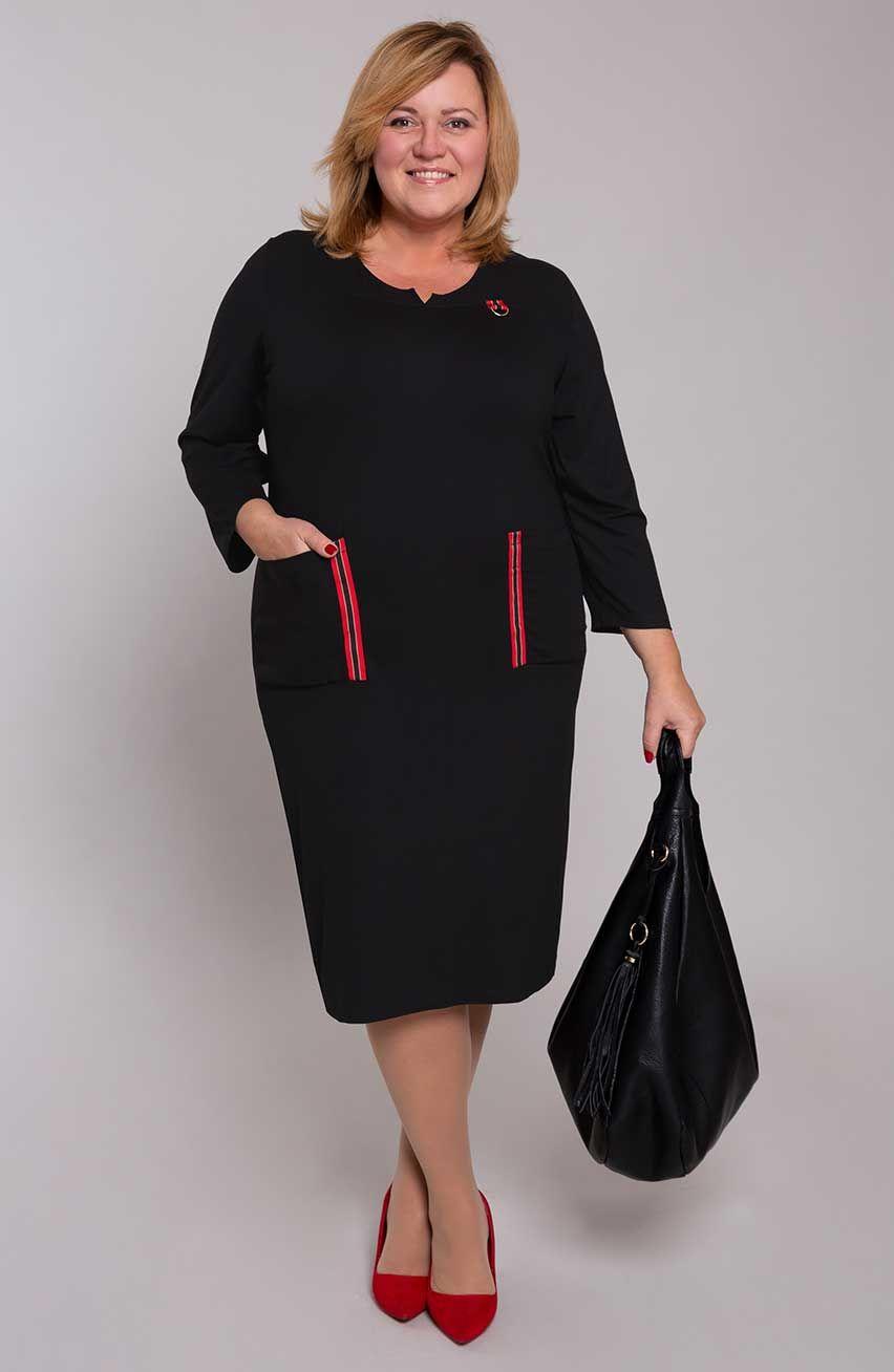 Prosta czarna sukienka z kieszeniami