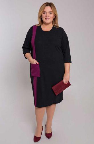 Prosta czarna sukienka z fioletowym pasem