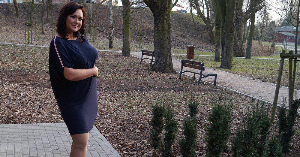 f522199e22 Kobieca sukienka plus size w wersji sportowej