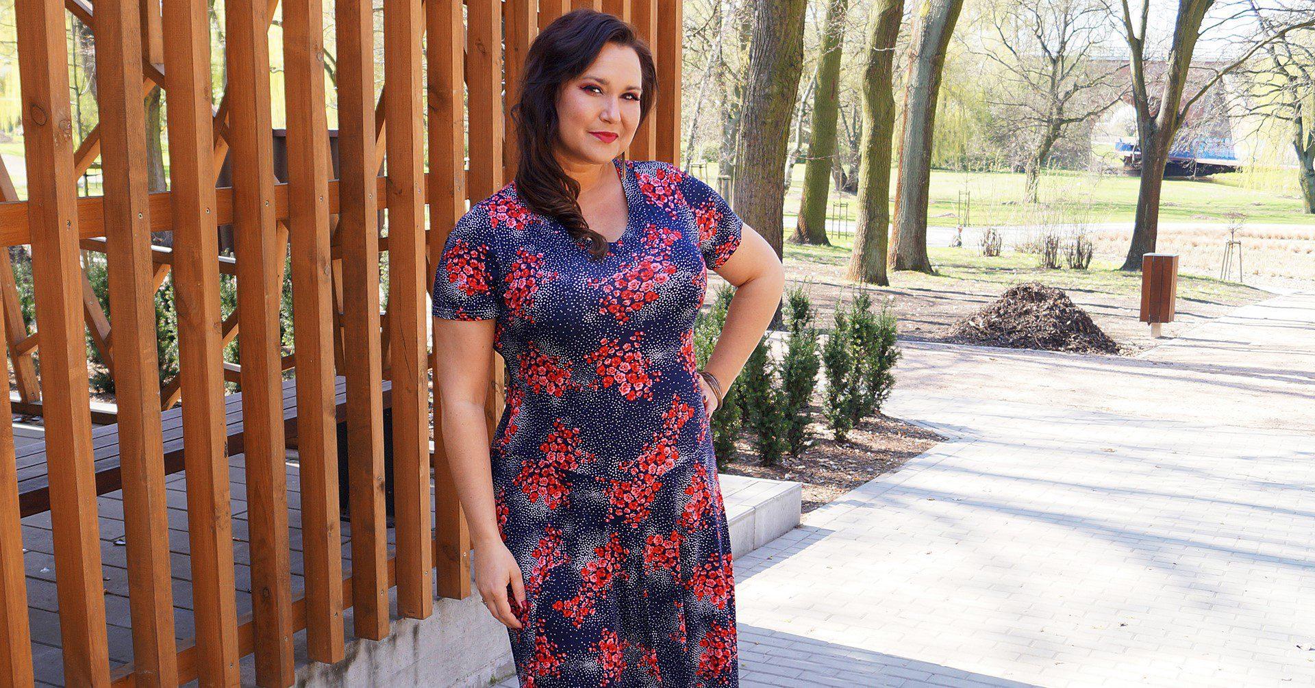 681bcee9 Najpiękniejsze modowe inspiracje, czyli sukienki w kwiaty w dużych ...